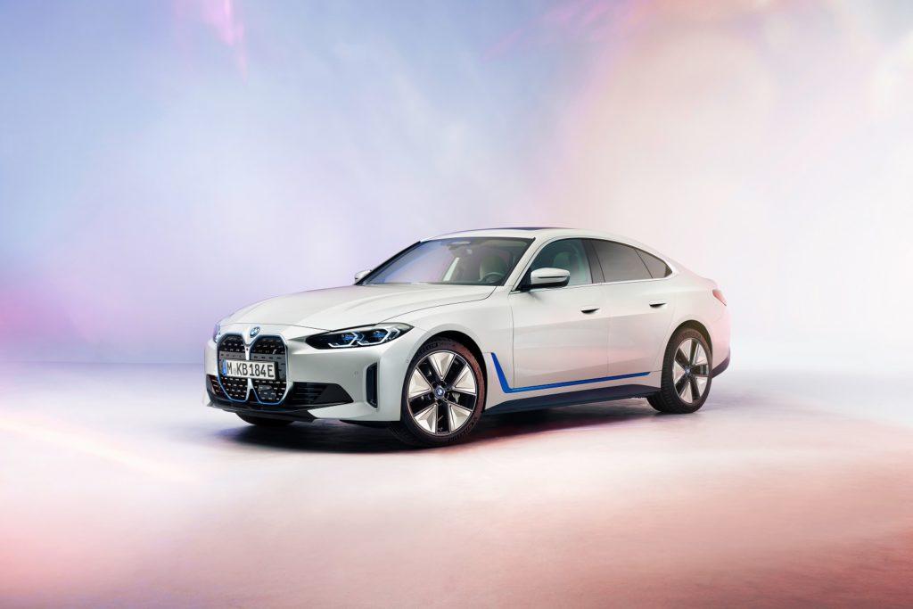 BMW i4 fra siden